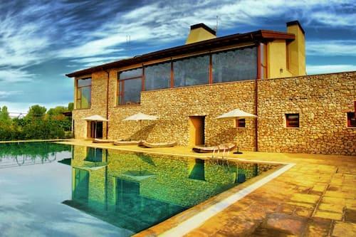 Hotel Con Encanto Spa Kinédomus Bienestar Fresnillo De Las Dueñas Spain Fresnillo De Las Dueñas Hotel Discounts Hotels Com