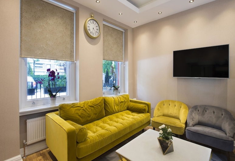 OYO Townhouse 30 Sussex, London, Lobby Sitting Area