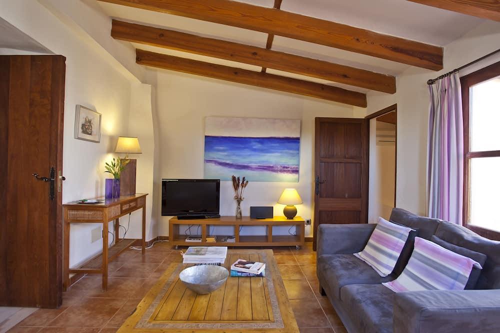Deluxe Suite, 1 Bedroom (Lila) - Living Room