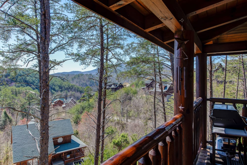 Elite Cabin, 2 Bedrooms, Jetted Tub, Mountain View - Balcony