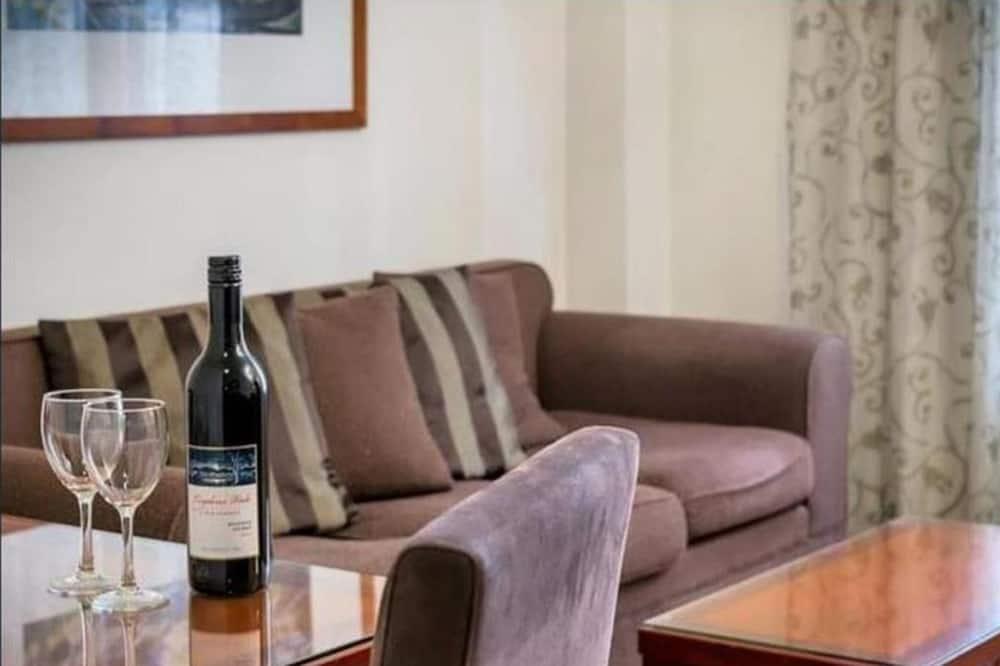 شقة بريميم - غرفتا نوم - بحمامين - منطقة المعيشة