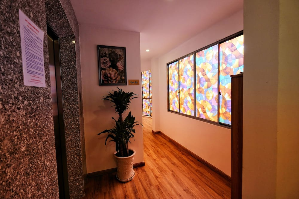 Deluxe Double Room, City View - Street View