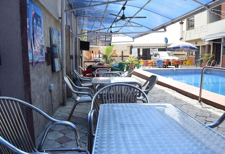 De'elites Pool Bar & Inn, Port Harcourt, Bar junto a la piscina