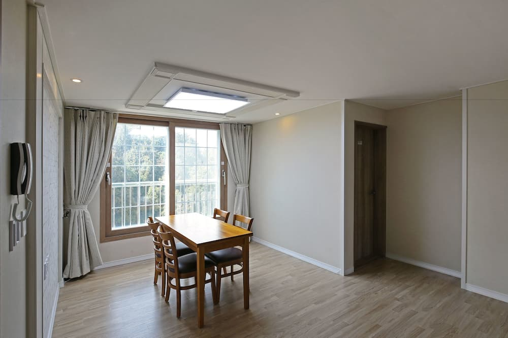 Standard Condo, 3 Bedrooms, Kitchen, Annex Building - In-Room Dining