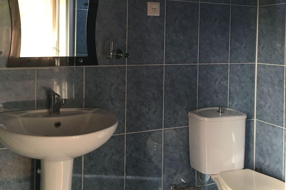 Apartment, 1 Bedroom, Balcony - Bathroom