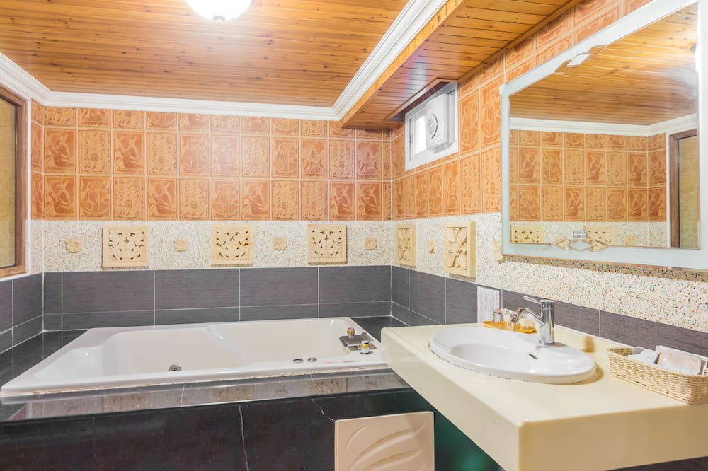 Deluxe Loft, Balcony, Mountain View - Bathroom