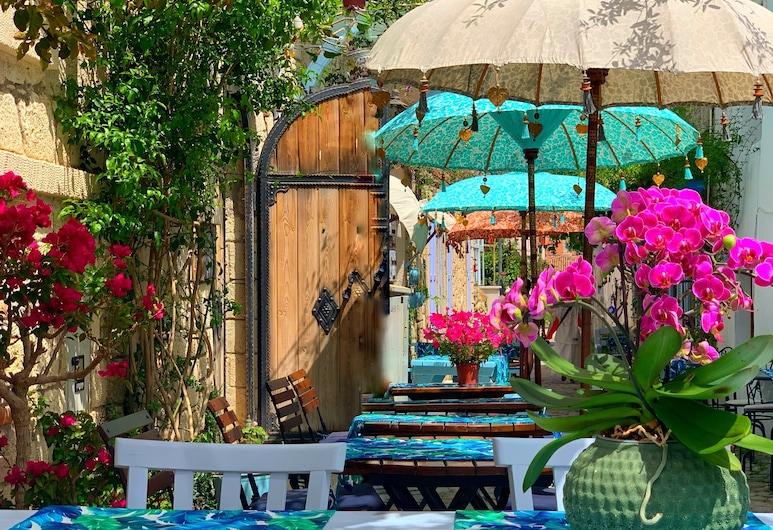 Rue d'Azur Alacati, Çeşme, Otelin Önü