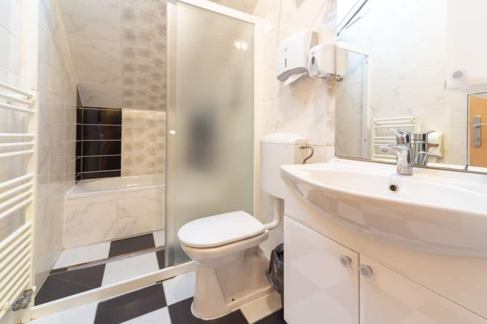Shared Dormitory, 1 Twin Bed (5-Bed) - Bathroom Shower