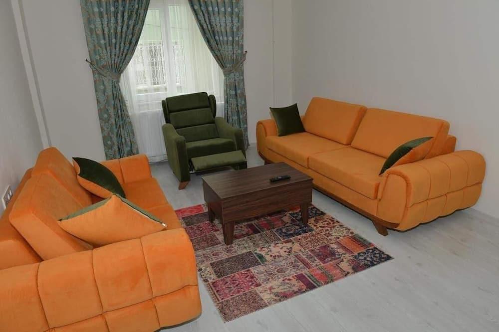 Penthouse tiện nghi đơn giản, 2 phòng ngủ, Hút thuốc, Quang cảnh biển - Phòng khách