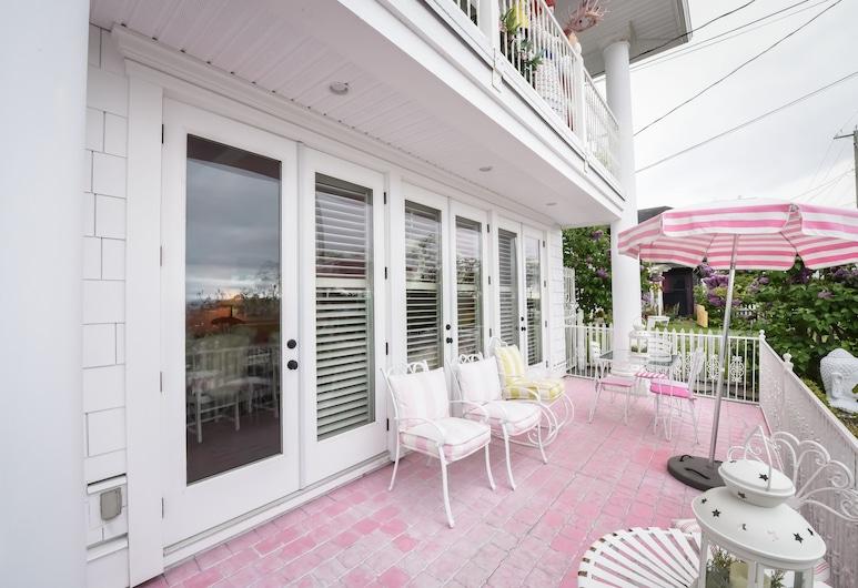 Deerfield House, White Rock, Deluxe-dobbeltværelse - 1 soveværelse - køkken - strandudsigt, Værelse