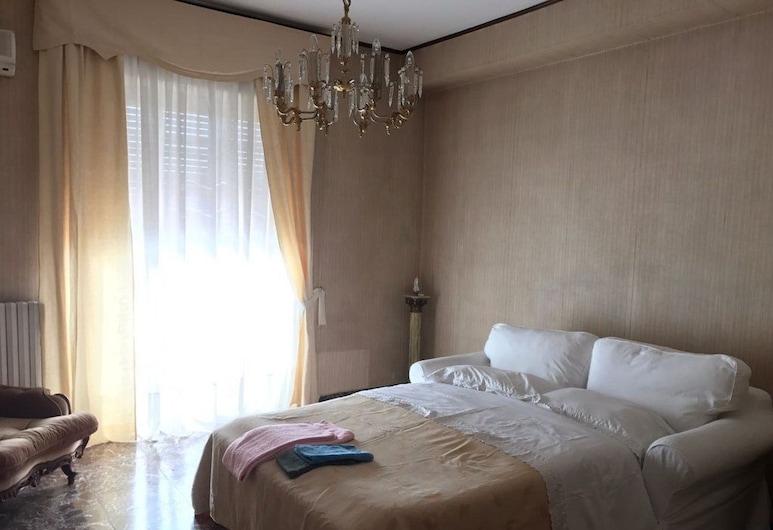 Vispa Teresa, Cosenza, City Apartment, 3 Bedrooms, Annex Building, Room