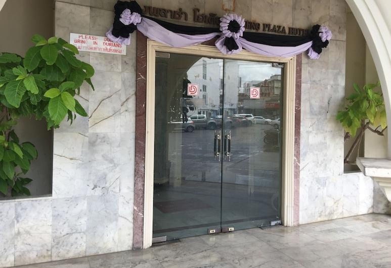 Daeng Plaza Hotel, Phuket, Hotel Entrance