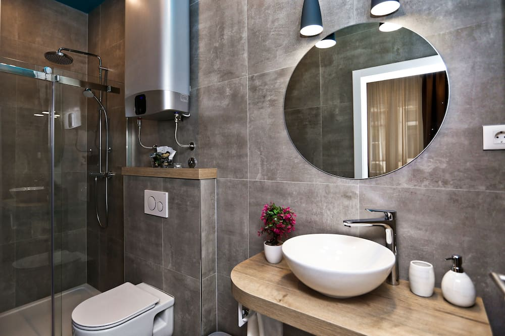 Premium Double or Twin Room, Side City View - Bathroom