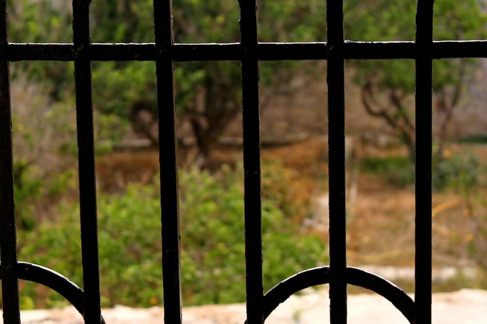 Romantic Triple Room, Kitchenette, Garden View - Balcony