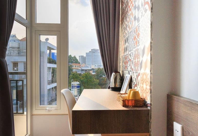 Home Peace Home - District 1, Хошимин, Двухместный номер «Сити» с 1 двуспальной кроватью, 1 двуспальная кровать «Квин-сайз», вид на город, Балкон