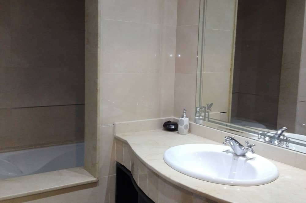Apartment, 2 Bedrooms, Pool View - Bathroom