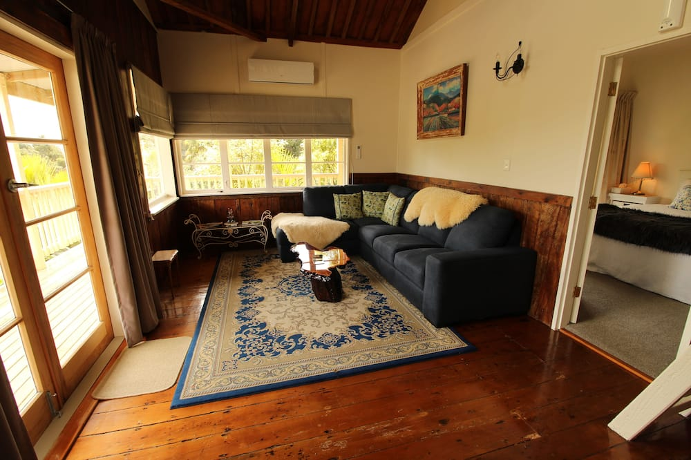 The Wool Shed Suite - Living Room