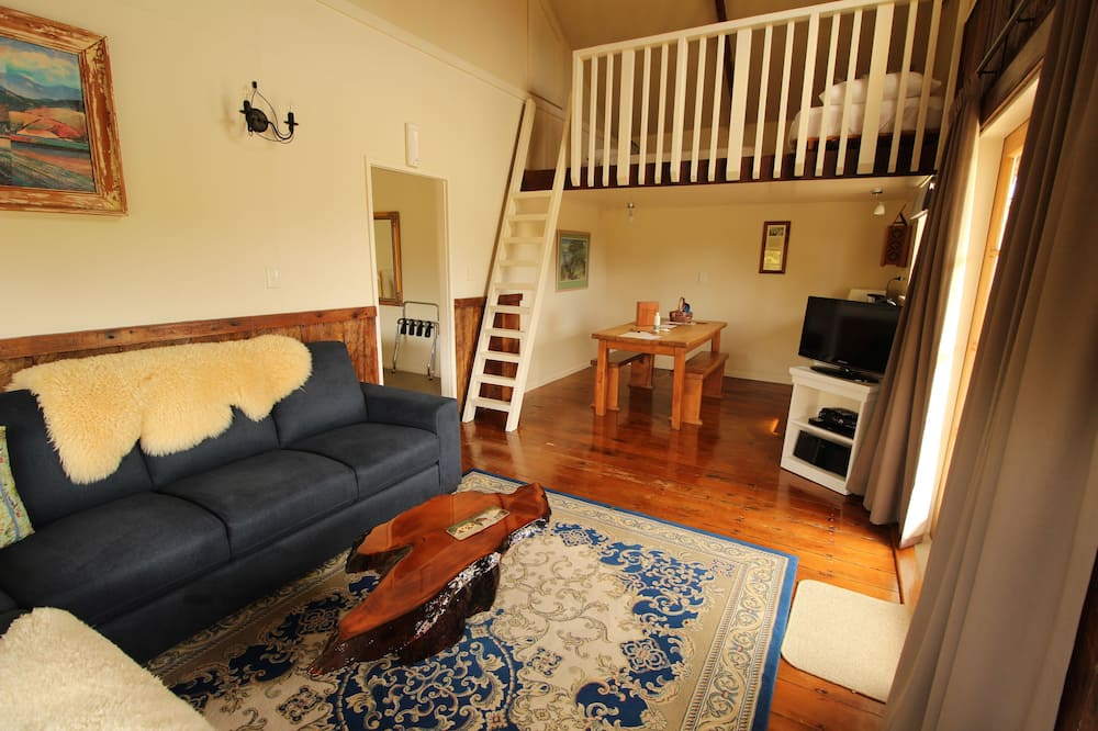 The Wool Shed Suite - Living Area