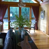 Luxury Studio, 1 King Bed - In-Room Dining