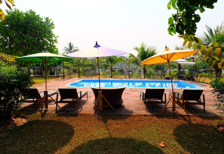 Dream Villa Resort at Chiangmai, San Sai, Buitenzwembad