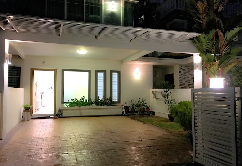 iBook 1 - Luxury Holiday Homestay, George Town, Deluxe Villa, Terrace/Patio