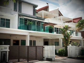 Picture of iBook 1 - Luxury Holiday Homestay in Penang