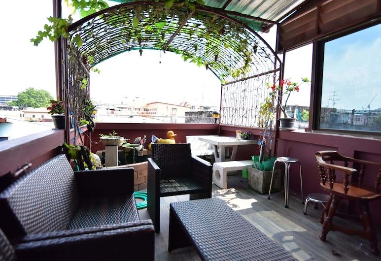 Yorying Hostel, Bangkok, Lobby Sitting Area