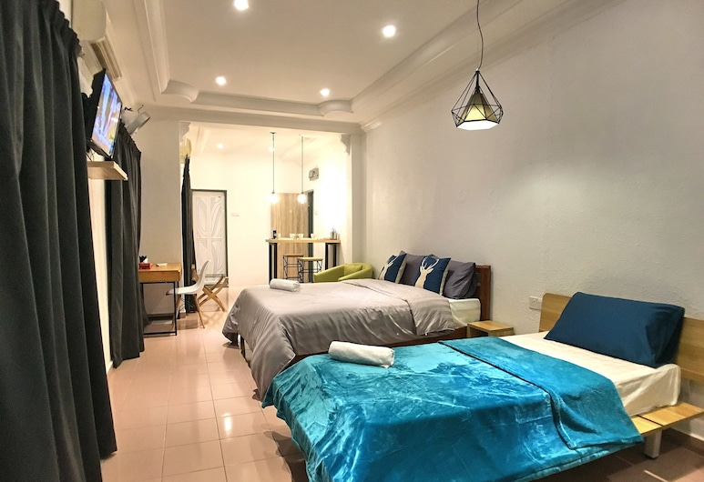 iBook 9 - Deluxe Family Suites, George Town, Deluxe House, 1 Bedroom, Guest Room
