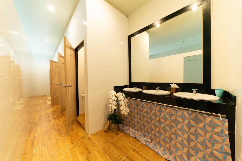 Bed in 10-Bed Mixed Dormitory Room - Bilik mandi