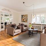 בית דה-לוקס, 5 חדרי שינה, אזור הגן - סלון