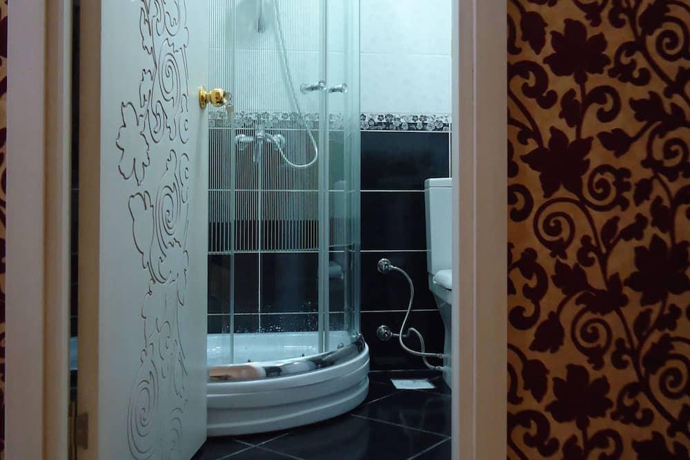 Deluxe-Dreibettzimmer - Dusche im Bad