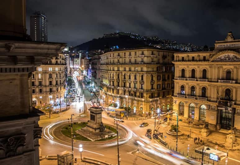 Twice - Naples, Napoli, Utvendig