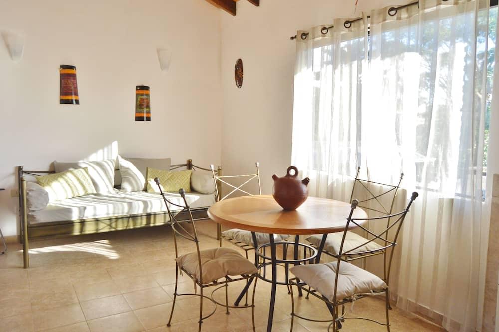 Standardní apartmán, dvojlůžko a rozkládací pohovka - Stravování na pokoji