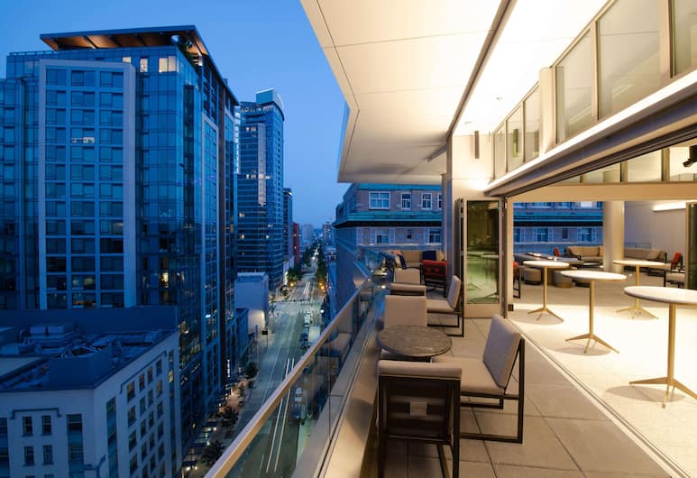 The Charter Hotel Seattle, Curio Collection by Hilton, Seattle, Hotelli baar