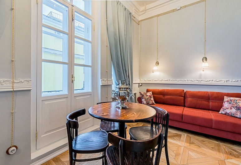 Riverside Aparts by Sokroma, Skt. Petersborg, Comfort-lejlighed - 1 queensize-seng med sovesofa - tekøkken - ved stranden, Opholdsområde