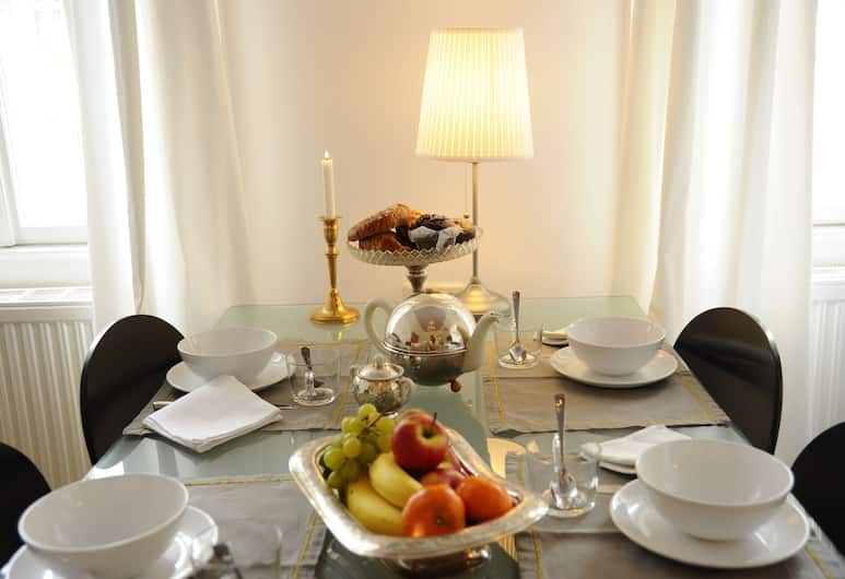 Leuhusen Boutique Apartments, Vienna, Apartment, 2 Bedrooms (Top 7), In-Room Dining