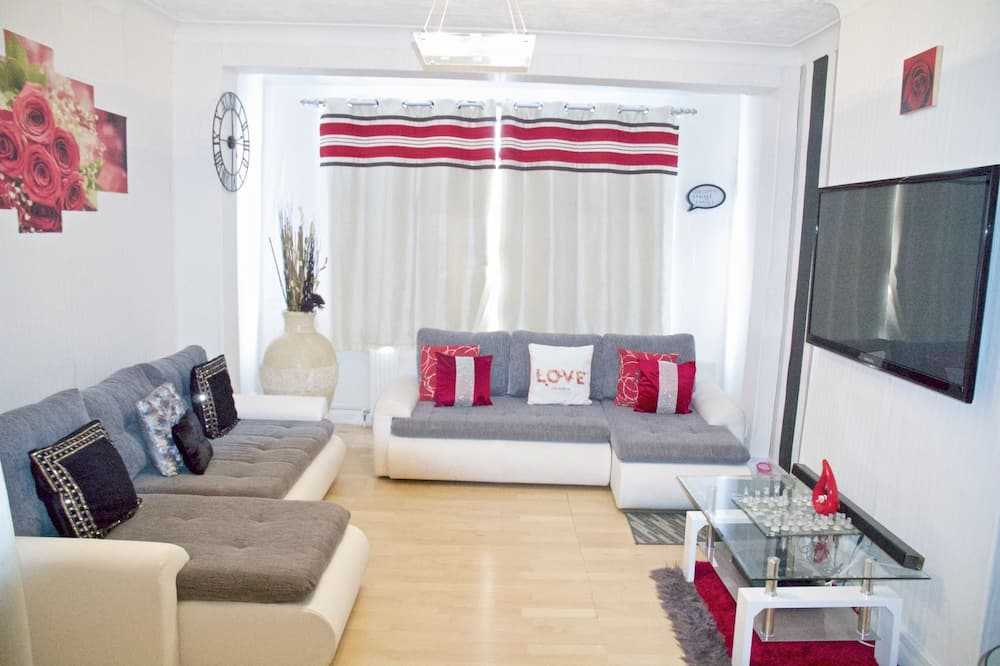 Deluxe Double Room, Ensuite - Living Area