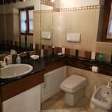 Suite, Garden View - Bathroom