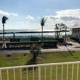 Waterfront fun and Funky , Newly Renovated Beautiful Duck Key Condo