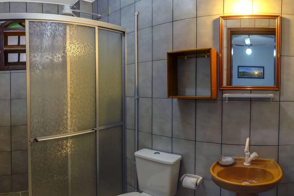 Standard Üç Kişilik Oda - Banyo