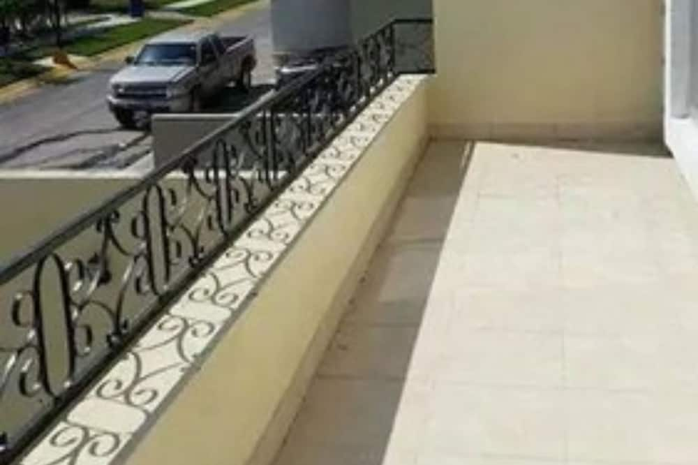 Family Townhome, 3 Bedrooms - Balcony