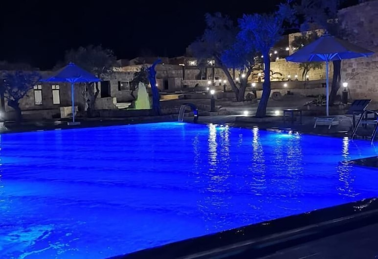 Old Village Resort-Petra, Musa, Lauko baseinas