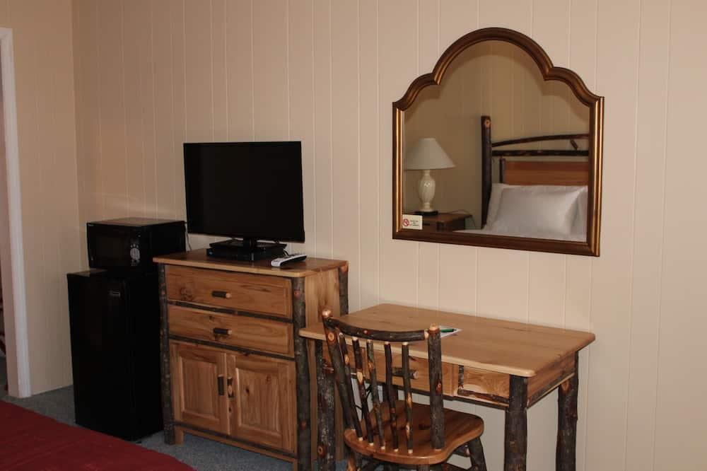 Comfort Room, 2 Double Beds - Living Area