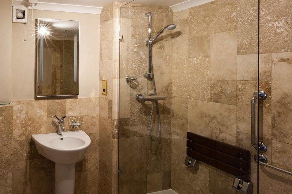 Deluxe dubbelrum eller tvåbäddsrum - tillgänglighetsanpassat - bottenvåning - Badrum