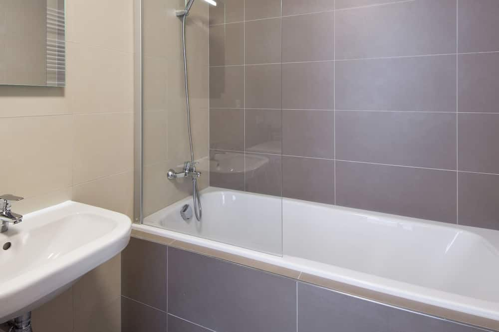 Apartment, 2 Bedrooms, Balcony - Bathroom