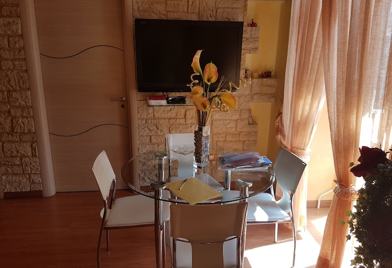 Thousand Colors, Naples, Superior Apartment, 2 Bedrooms, Living Area