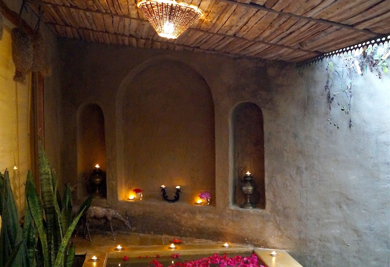The Den, Ranikhet, Suite, Binnenkant hotel