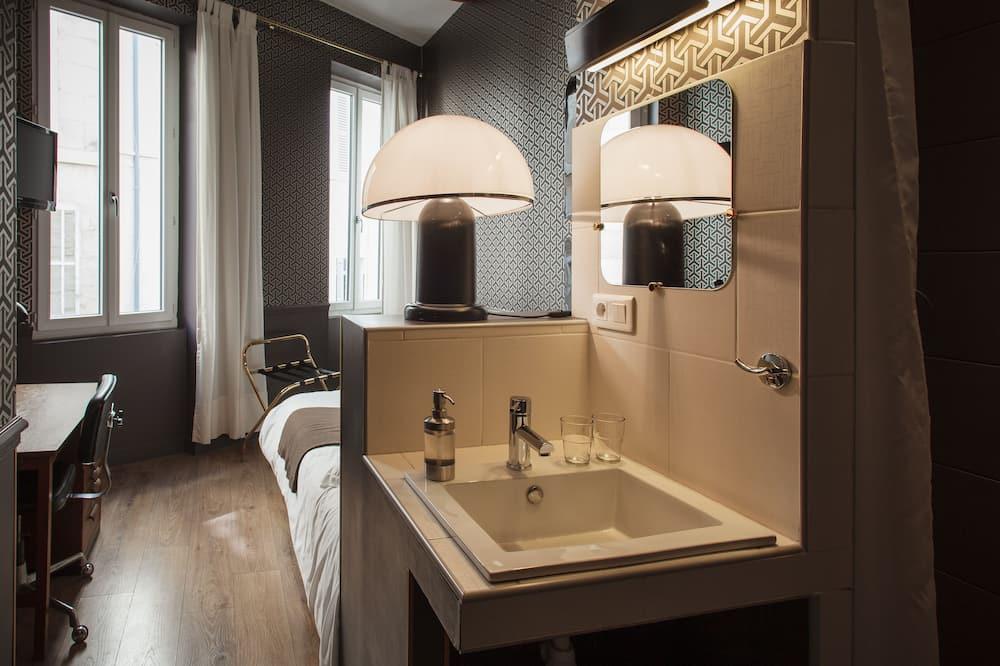 Basic Double Room, Private Bathroom, City View (BASIC ) - Bathroom