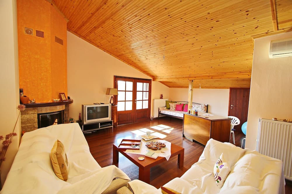 House, 4 Bedrooms, Sea View - Living Room
