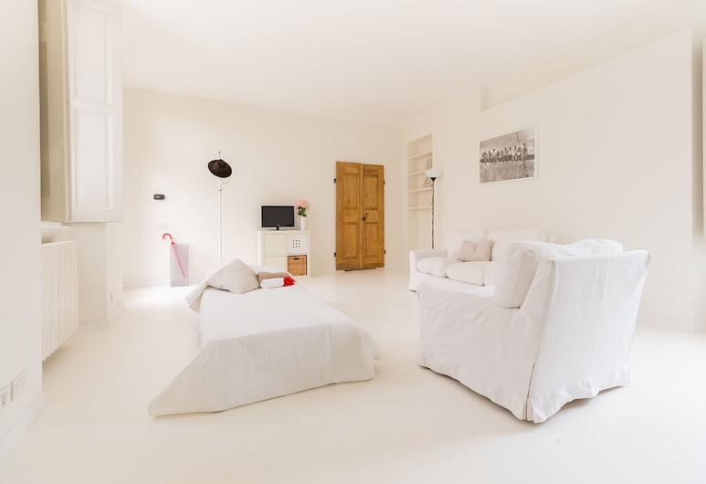 Alessia's Flat - Colonne di San Lorenzo, Milan, Apartment, 2 Bedrooms, Living Room